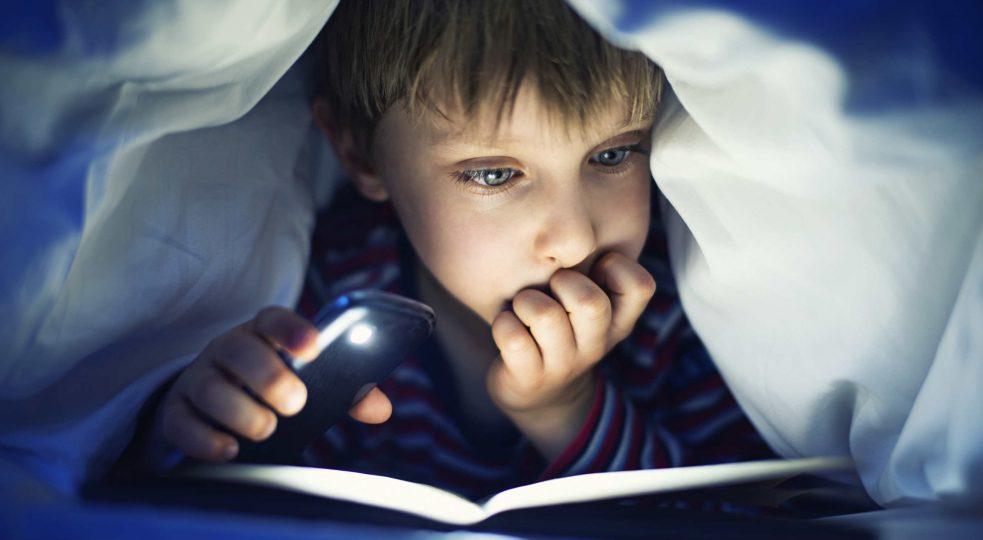 leggere-libri-lettura-lettori-bambino-bambini-ragazzi-983x540